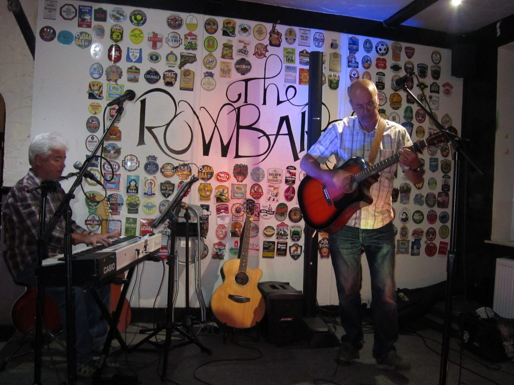 Francis Greens and Graham Armfield performing Don't Let Go at the Rowbarge, Guildford. . Photo by Claire Lonsdale.